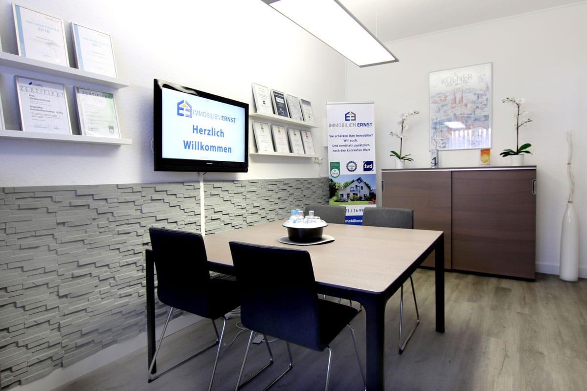 Besprechungsraum für Kunden im Büro von Immobilien Ernst
